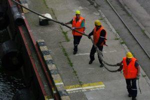 Laivų švartavimas vaduojasi iš biurokratijos