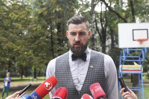 """J. Valančiūnas į rinktinę neatvyks dėl """"Raptors"""" treniruočių"""