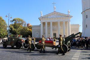 Lietuva valstybinėmis laidotuvėmis pagerbė partizanų vadą A. Ramanauską-Vanagą