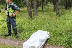 Policija aiškinasi mįslingas vyrų mirtis