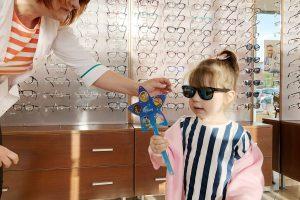 Gydytoja: kaip vaikui išrinkti akinius nuo saulės?