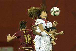 Pasaulio futbolo čempionato starte – brazilių ir prancūzių pergalės