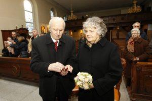 Deimantinių vestuvių proga A. Bilotaitės seneliai atnaujino santuokos įžadus