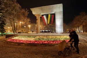 Sukilimo dalyviai pagerbti vienybės žvakelėmis