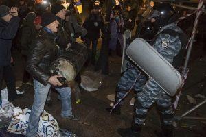 Seimas ragina Ukrainą nenaudoti jėgos prieš demonstrantus, kviesti asamblėją