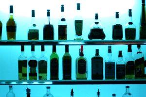 """Kavinei """"Sarkozy"""" suteikta licencija prekiauti alkoholiu, kavinei """"Jalta"""" - apribota"""