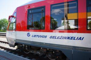 """""""Lietuvos geležinkeliai"""" skaičiuoja žalą: beveik pusė darbuotojų yra giminės"""