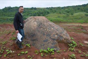 Geologai ištyrė unikalų karjere aptiktą riedulį