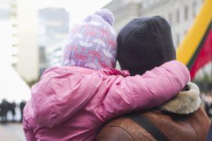 Profsąjungos buriasi protestui: reikalaus palankių sprendimų dirbantiems tėvams