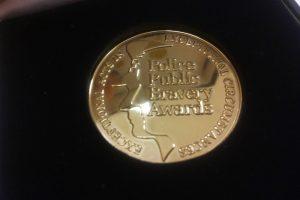 Ginkluotą somalietį Londone atrėmusiam lietuviui – policijos aukso medalis
