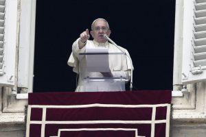 Popiežius: prieš Kalėdas stenkitės džiaugtis
