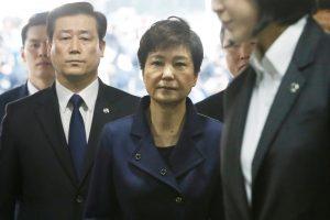 Suimta korupcija kaltinama Pietų Korėjos eksprezidentė