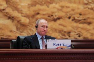 V. Putinas Kinijoje fortepijonu grojo sovietines dainas