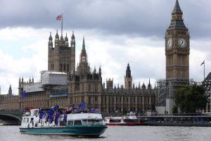 Britanijoje šimtui ES piliečių per klaidą išsiųsti perspėjimai apie deportavimą