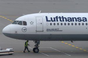 """Streikuojant pilotams, """"Lufthansa"""" toliau neskraidina iš Vilniaus"""
