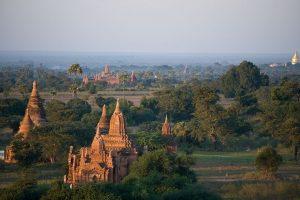 Egzotiškasis Mianmaras: šimtai šventyklų ir išdažyti veidai