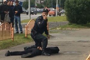 Rusijoje užpuolikas subadė septynis žmones ir buvo nušautas