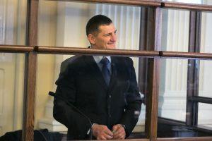Smilkalų ir razinų negaunantis H. Daktaras padavė kalėjimą į teismą