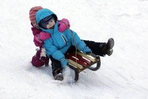 Atšalus iki 20 laipsnių, pradinukai ir penktokai į mokyklą gali neiti