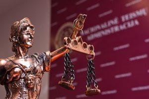 Penkiems teismams ieškoma naujų vadovų
