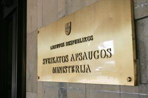 Ministerija nurodė pavaldžioms įstaigoms nebesamdyti advokatų
