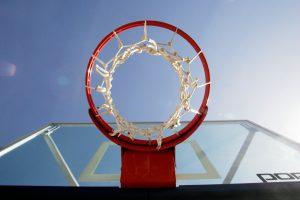 Kaune vagys išardė krepšinio aikštelės dangą, nuostolis – 30 tūkst. eurų