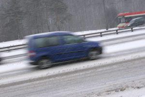 Kelininkai įspėja dėl pavojingų eismo sąlygų naktį