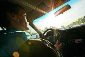 Ar būsite nubausti, jei vairuodami valgysite?