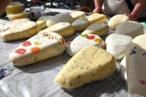 """""""Žaliojoje savaitėje"""" Lietuva pristatė varškės sūrį, kastinį ir midų"""