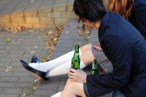 Islandų patarimas paauglius girdančiai Lietuvai – visiškai uždrausti svaigalų reklamą