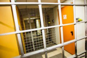 Panevėžyje dėl smurto prieš paauglę sulaikyti trys šeimos nariai