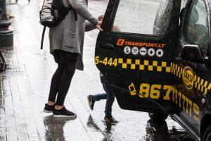 Taksistai piktinasi Seimo sprendimu