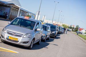 Kauno oro uoste lupikauja taksistai