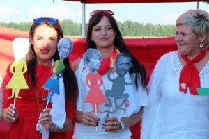 B. Obamą su beždžione palyginę socialdemokratai atgailauja