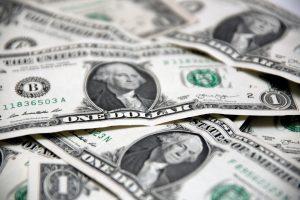 JAV bankų vadovai uždirba trigubai daugiau nei kitų šalių kolegos