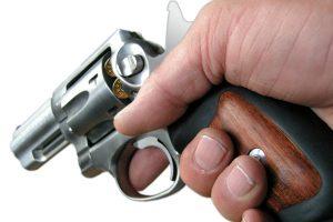 Pašto dėžutėje rado ne laiškų, o revolverį
