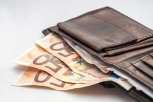 Kas ketvirtas lietuvis pernai skolinosi pinigų