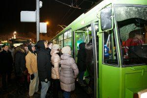 Naujametinę naktį po Kauną – visuomeniniu transportu
