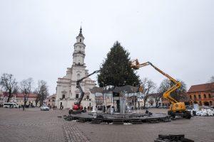 Rotušės aikštėje nebeliko Kalėdų eglutės, ar liks karuselė?