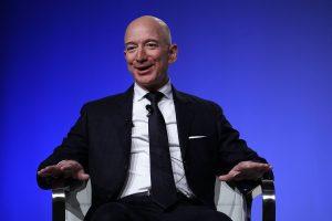 """""""Forbes"""" turtuolių sąrašo viršuje – J. Bezosas"""