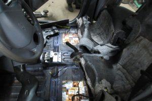Rūkalus iš Baltarusijos Vilniaus rajono gyventoja vežė automobilio dugne