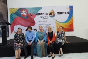 Dykumos pakerėti: lietuvių menininkų rezidencija Abu Dabyje