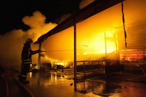 Per gaisrą Šiaulių įmonėje nukentėjo du darbuotojai