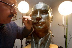 Kryme ketinama statyti paminklą V. Putinui