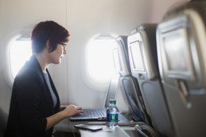 JAV gali išplėsti kompiuterių draudimą skrydžių metu