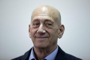 Buvęs Izraelio premjeras siunčiamas už grotų dėl kyšininkavimo