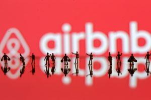 """Amerikiečių interneto kompanija """"Airbnb"""" taps kelionių agentūra"""