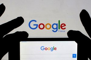 """Prancūzijos žiniasklaida vienijasi su """"Google"""" ir """"Facebook"""""""