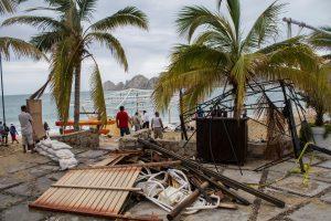 """Uraganas """"Newton"""" Meksikoje pareikalavo dviejų žmonių gyvybių"""