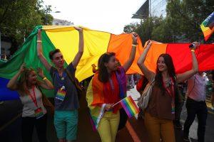 Australija dėl gėjų santuokų legalizavimo nebalsuos